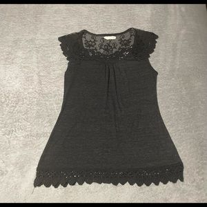A'reve cute lace detail top size medium. Very good condition.